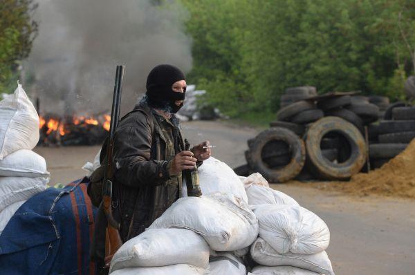 Ополченцы заняли позиции на блокпостах Славянска.