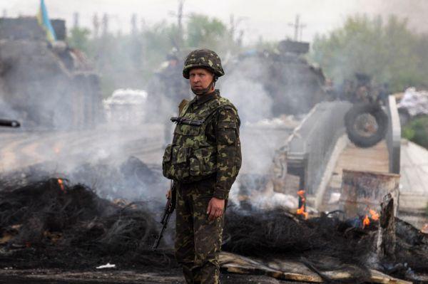 Украинский солдат близ Славянска.
