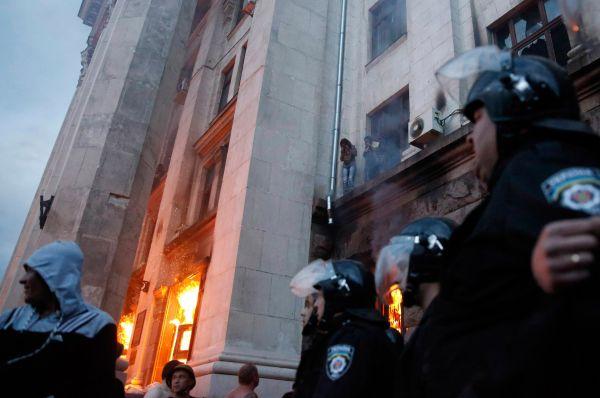После в Доме профсоюзов, где прятались пророссийские активисты, произошел пожар.