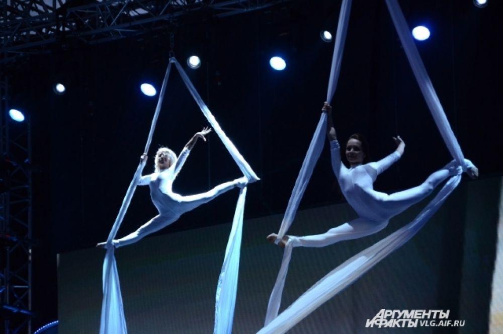 В церемонии открытия приняло участие более 700 артистов.