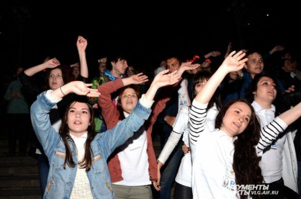 Посмотреть концерт собралось более 10 тысяч человек.