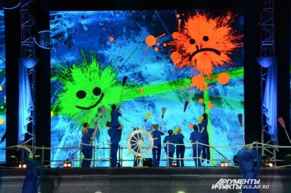Открытие Культурного проекта «Дельфийский Волгоград – 2014» состоялась на уникальной сцене, выполненной в виде трехпалубного корабля.