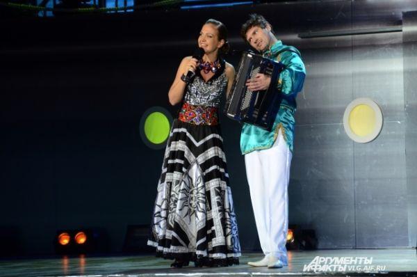 После церемониальной части на сцене продолжилась масштабная концертная программа.