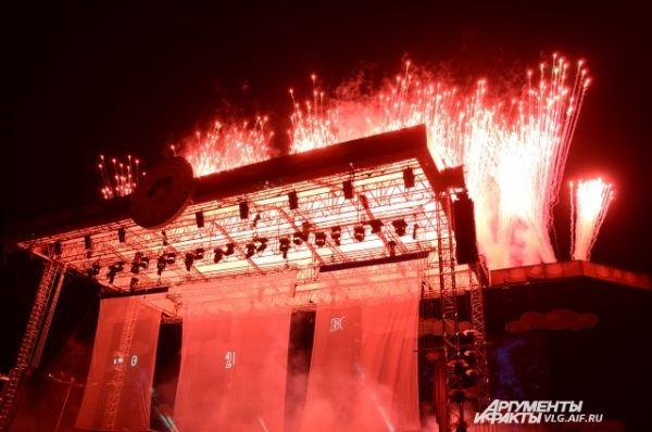 Завершением открытия Игр стала пятнадцатиминутная мультимедийная композиция с лазерным и пиротехническим шоу.