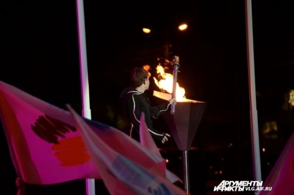 Старт Культурного проекта «Дельфийский Волгоград-2014» был ознаменован исполнением гимна игр и зажжением дельфийского огня.