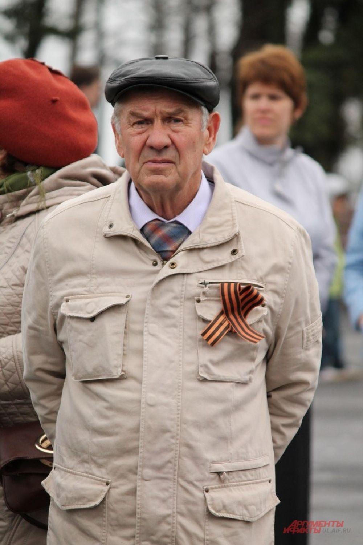 Георгиевская лента в этом году была ну груди у многих и до 9 мая.