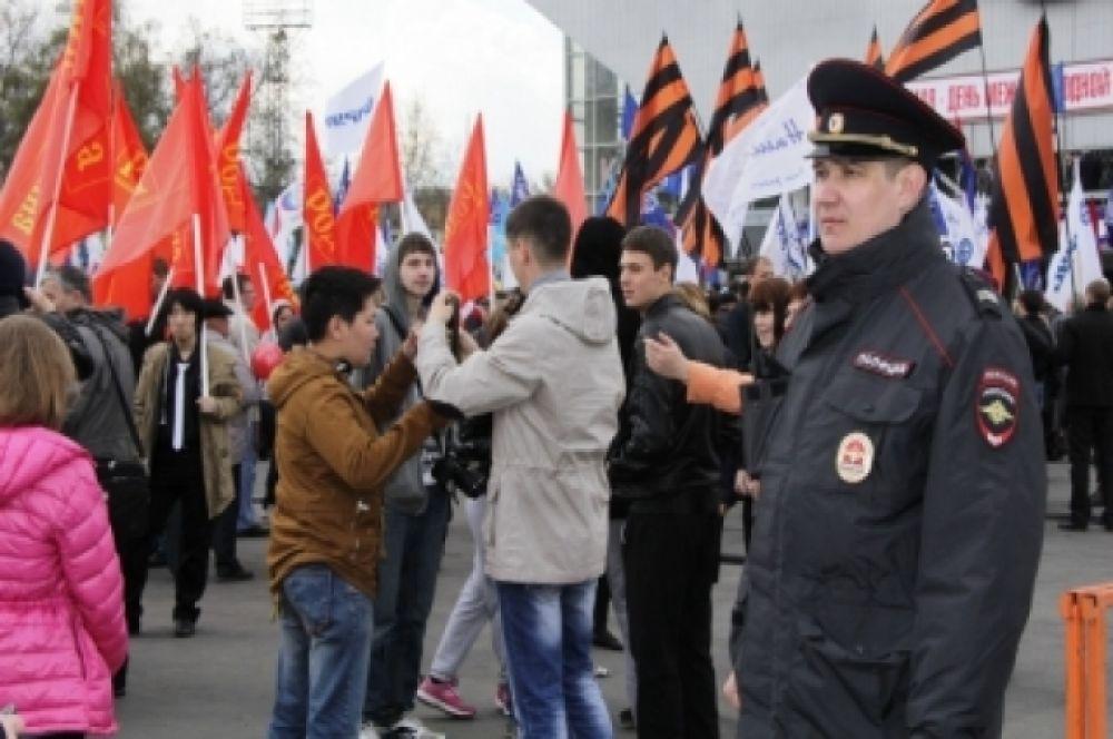 Полиция обеспечивала порядок и безопасность на майские праздники.