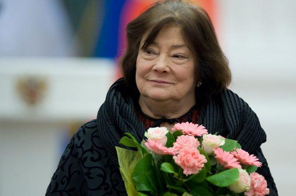 Годом позже Татьяна Самойлова получила Орден Почёта за большой вклад в развитие отечественного кинематографического искусства. К этому моменту она уже обладала званиями заслуженной артистки РСФСР и народной артистки Российской Федерации.