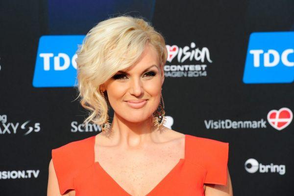 Букмекеры высоко оценивают шансы 29-летней шведки Санны Нильсен. На её счету уже девять долгоиграющих альбомов и несколько попыток выступить на «Евровидении», правда, предстоящий конкурс станет для неё дебютным – прежде ей не удавалось пройти отбор.