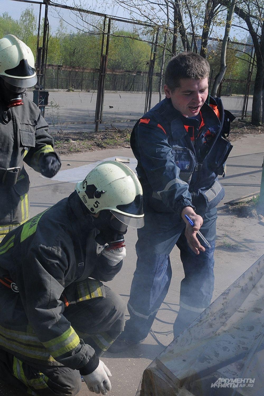 Студенты участвовали в пожарной эстафете.