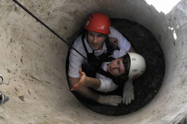 Одним из самых сложных испытаний было прохождение задымлённого тоннеля – соревнование проходило под надзором инструкторов из действующих пожарных частей.