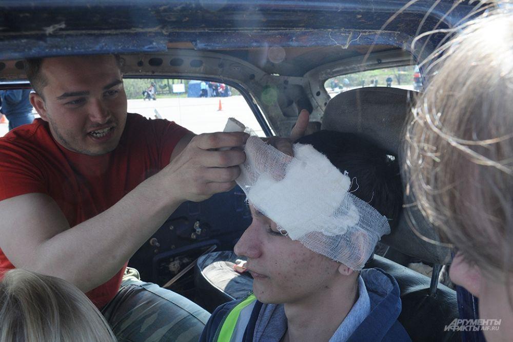 Судили соревнования студенты-спасатели молодёжного крыла РОССОЮЗСПАСа.