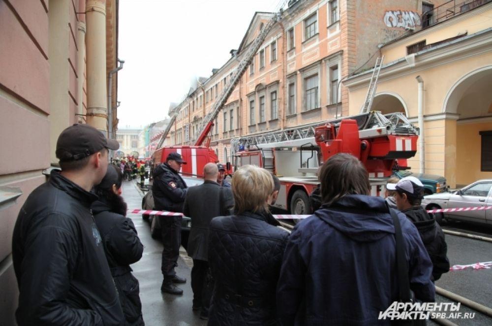 В 15.30 пожарные добились ликвидации открытого горения.