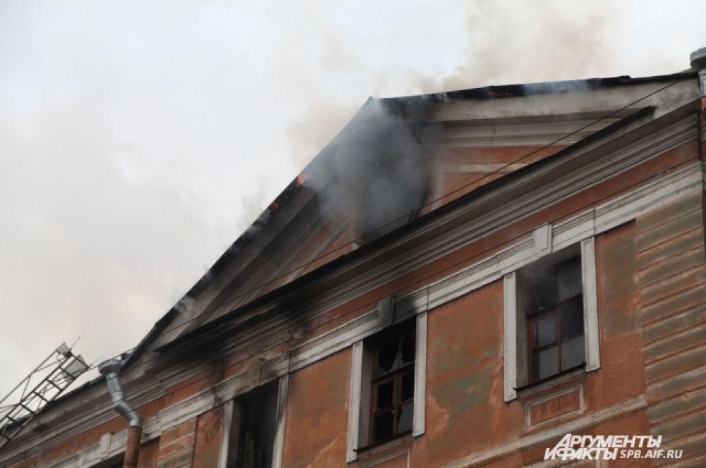 Сообщение о пожаре поступило в МЧС в 14.00.