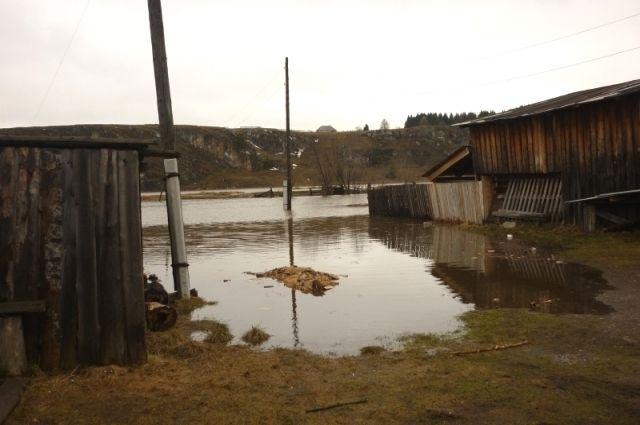 Вода начинает постепенно отступать из Староуткинска