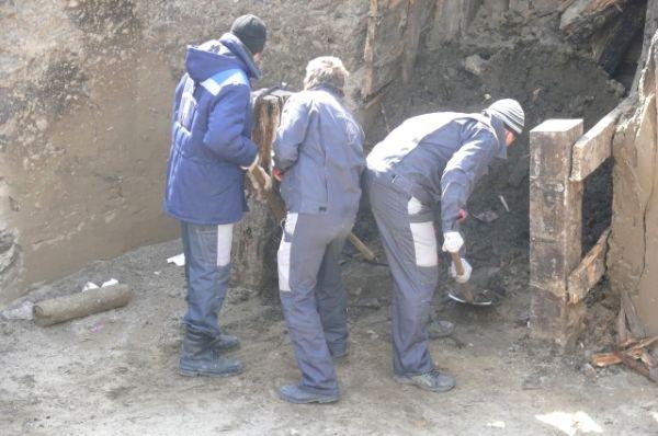 Кости мамонта, орудия труда первобытного человека, бусы из жадеита - первые находки учёных, копающих Афонтову гору, уникальный, всемирно известный археологический памятник.