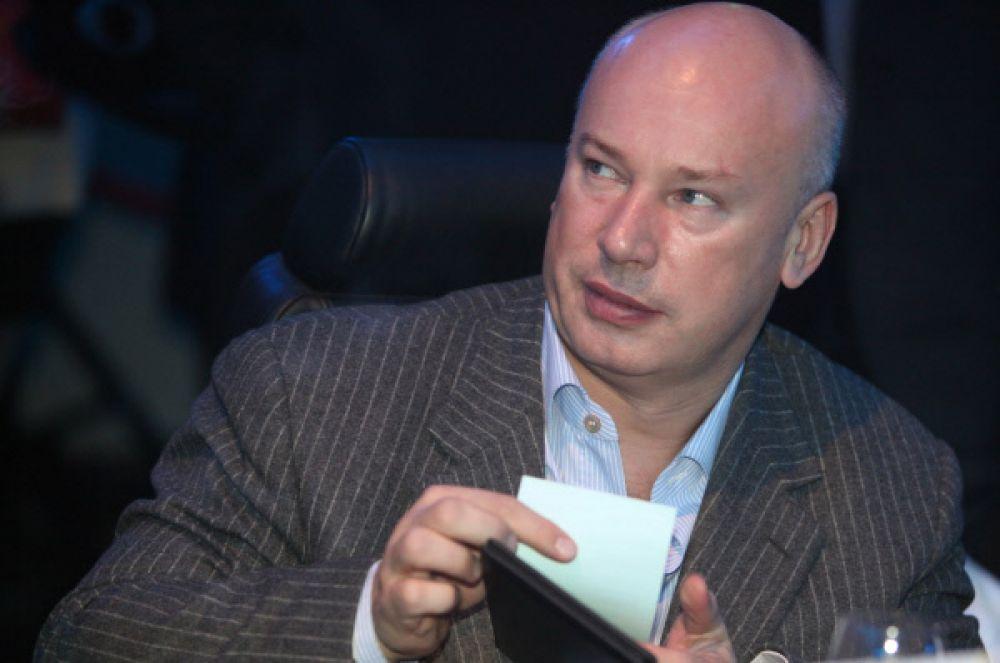 Бизнесмен Олег Бойко в свои 49 лет является обладателем состояния в $1,35 млрд. Президент инвестиционного холдинга  Finstar развёлся много лет назад, детей у него нет.