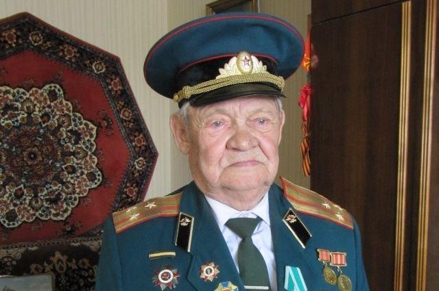 У полковника  в отставке Ивана Боева десятки наград
