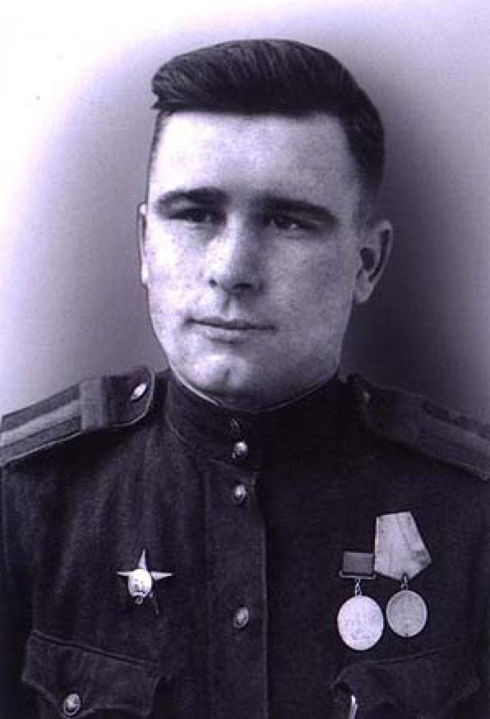 Жежель Мефодий Петрович служил танкистом и оборонял рубежи под Воронежем в 1942 году.