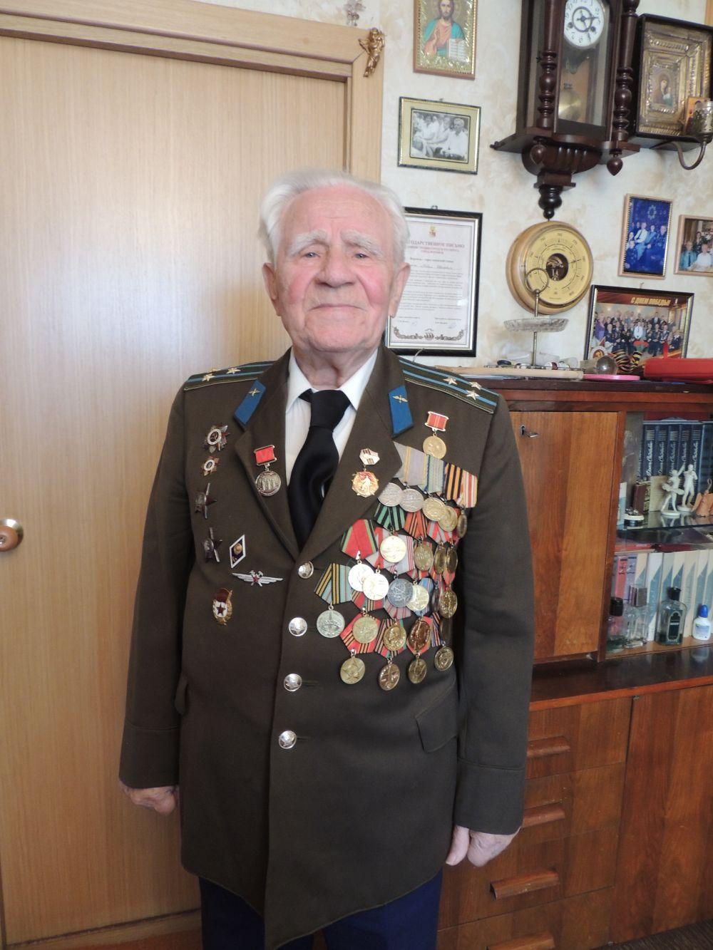 Бражник Павел Иванович обеспечивал безопасность полетов воронежской авиации в 1942-1943 годах.