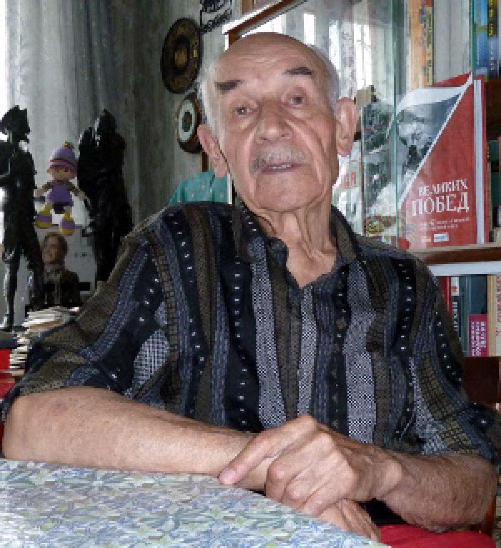 Смоленцев Валентин Николаевич служил в 76-м гвардейском пушечно-артиллерийском полке РГК