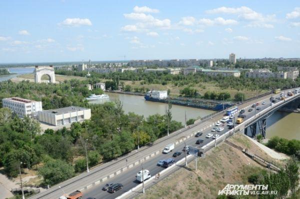 Волго-Донской канал был построен в рекордные для подобных сооружений сроки - 4,5 года. Общая протяженность канала составляет 101 км.