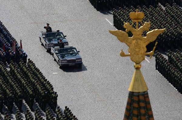 Если говорить о личном составе участвующих войск, то в параде планируется участие одиннадцати тысяч военнослужащих.