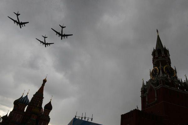 Силы ВВС тренировались в Подмосковье и лишь 3 мая пролетали у стен Кремля.