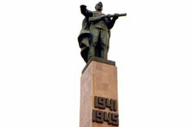Неизвестный солдат будет захоронен возле памятника Героям Фронта и Тыла