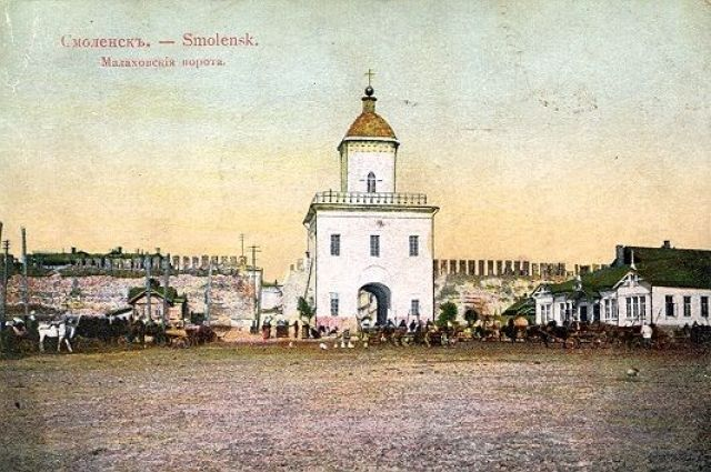 Молоховские ворота - прошлое площади Победы.