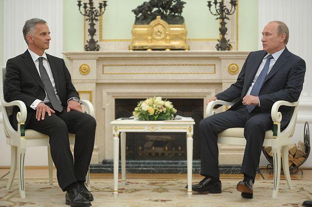 Владимир Путин и президент Швейцарии, действующий председатель ОБСЕ Дидье Буркхальтер во время встречи в Кремле.