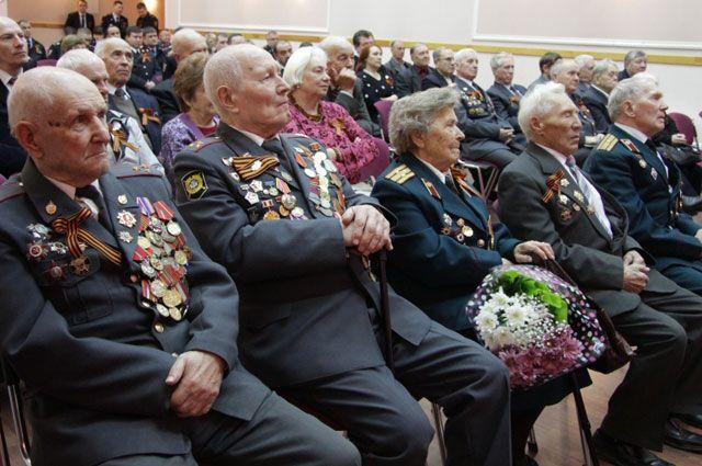 В Иркутске собрали ветеранов ОВД для поздравлений с Днем Победы.