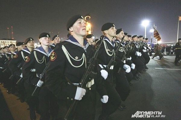 Колонна морских пехотинцев.