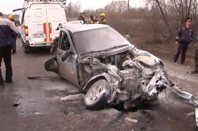 Яма, занос, встречный КамАЗ - даже опытный водитель может погибнуть, если дорога подведёт.