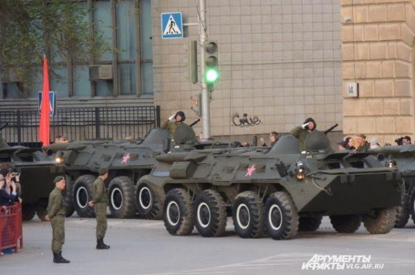 Бронетранспортеры – БТР-80.