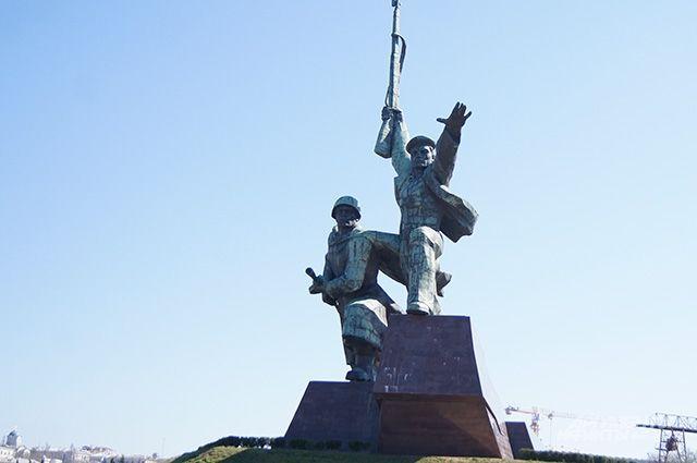 Памятник защитникам в Севастополе