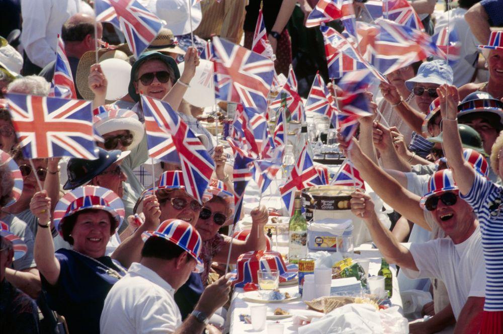 Праздник Победы для каждой страны по отдельности – это повод сплотиться вокруг своей родины. Независимо от убеждений или разногласий, в этот день все британцы отмечают общую победу и отдают дань уважения тем, кто отдал свою жизнь за мир в Европе и других странах.