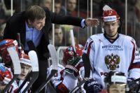 Олег Знарок и Илья Зубов в матче Европейского Кубка вызова между сборными командами Латвии и России.
