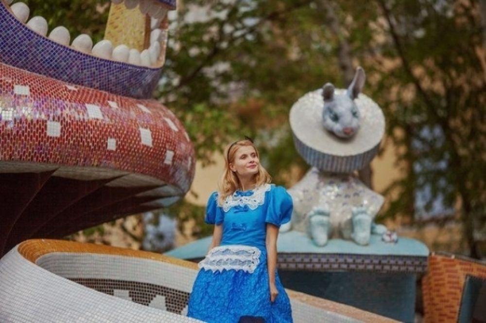 Дарья Коломиец в образе Алисы