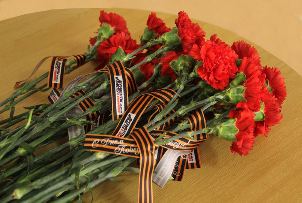 Цветы от АиФ – ветеранам.
