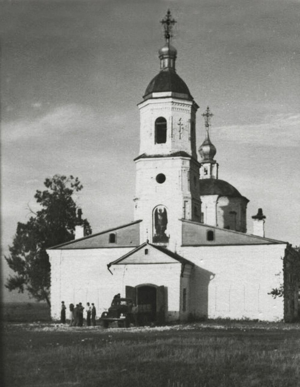 В конце 40-х годов церковь использовали как склад.