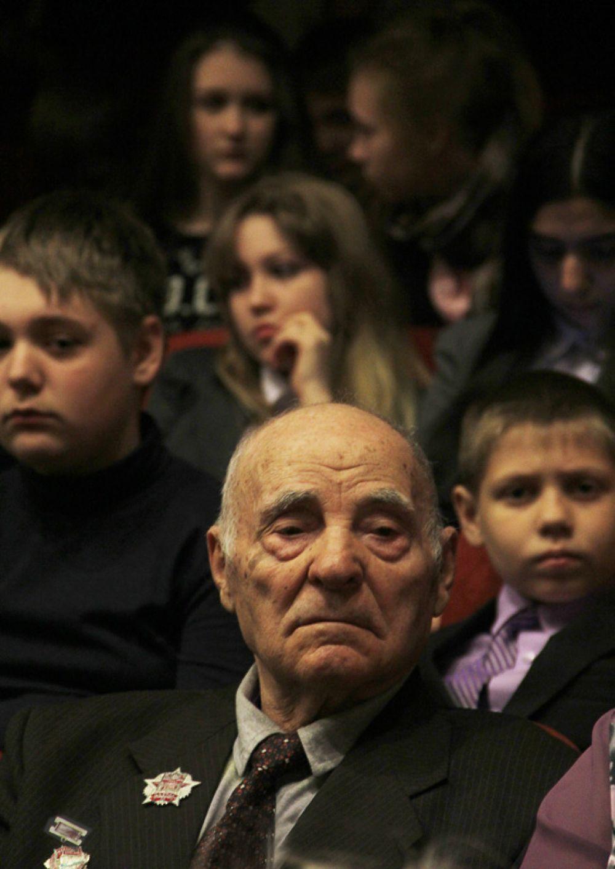 В зале были представители всех поколений.