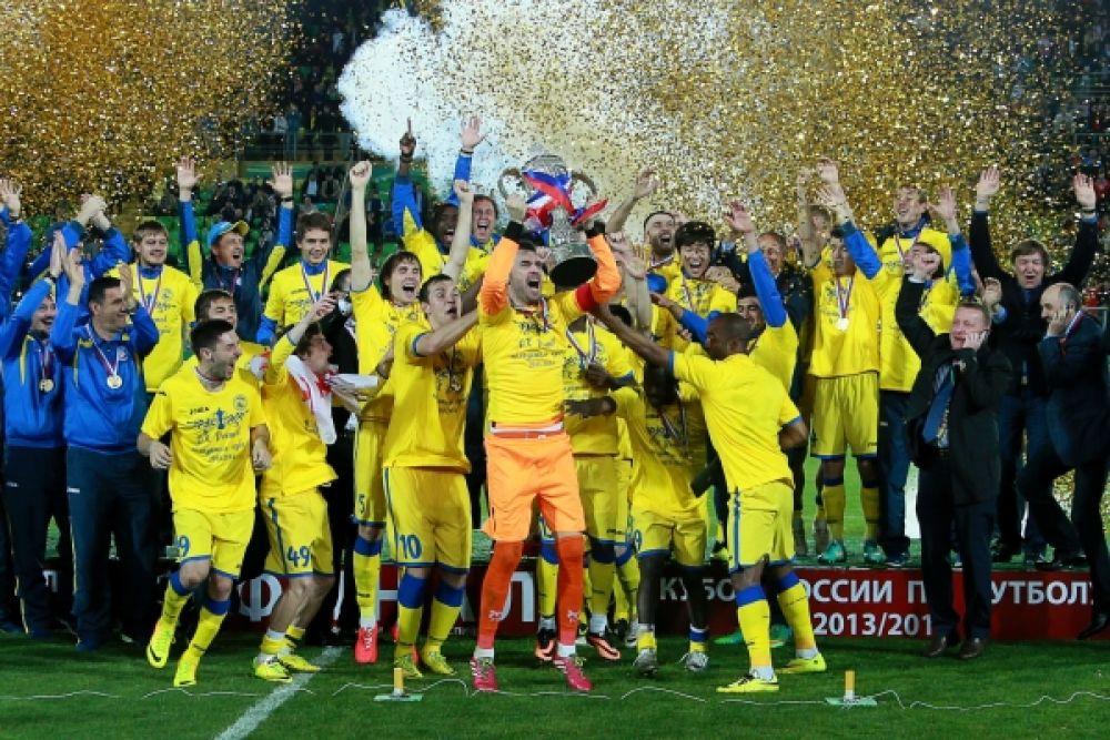 Для «Ростова» этот кубок России стал первым в истории. Прежде команде удалось однажды дойти до финала, но тогда — в 2003-м — с минимальным перевесом 1:0 победил «Спартак».