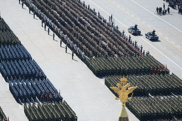 В этом году в параде приняли участие одиннадцать тысяч военнослужащих.