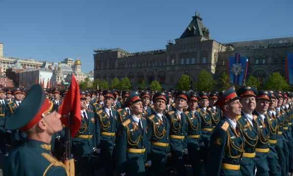 В шествии впервые приняли участие кавалерийские расчеты.