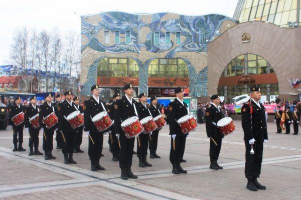 Тысячи ханты-мансийцев пришли на Центральную площадь города, чтобы почтить память погибших в Великой Отечественной войне, поздравить ветеранов и отпраздновать самый светлый праздник нашей страны.