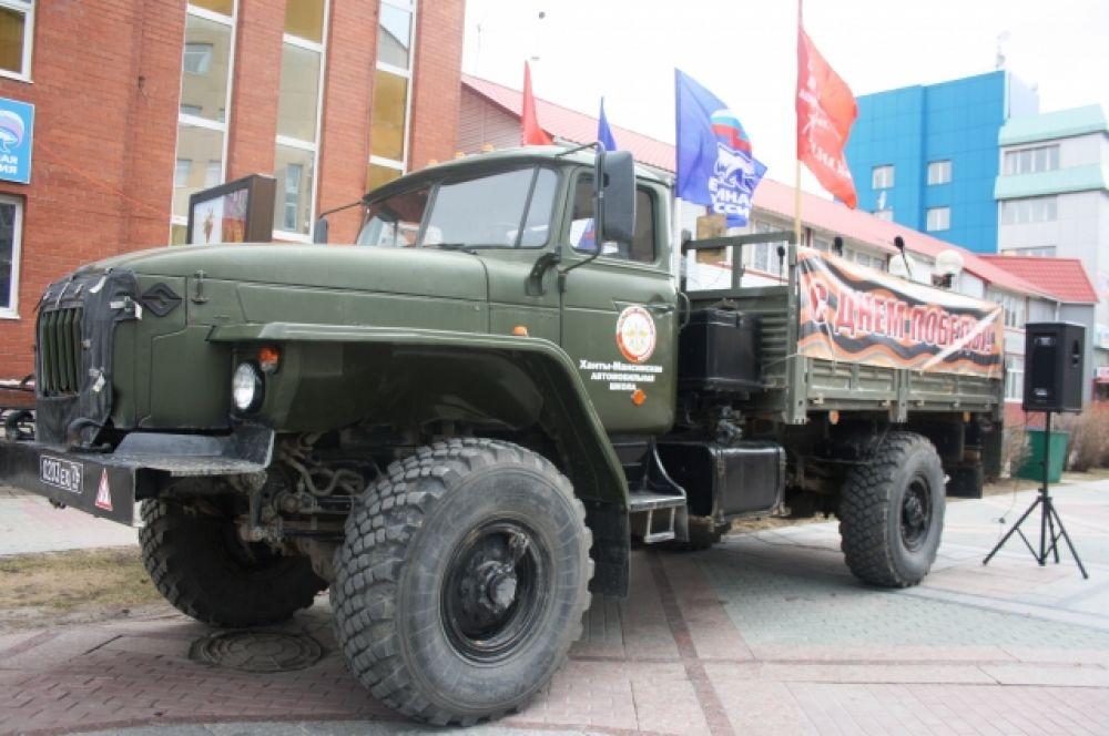 Также в рамках мероприятия проводилась выставка боевой техники времен Великой Отечественной войны, организованная Центром дополнительного образования «Патриот».