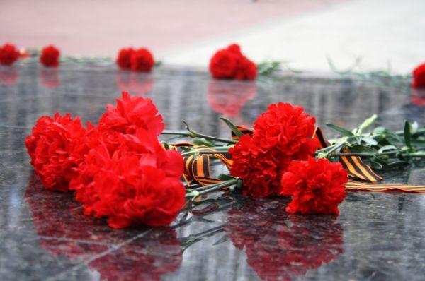В возложении приняли участие и офицеры Главного управления МЧС России по Ханты-Мансийскому округу во главе с начальником полковником внутренней службы Александром Александровичем Тиртокой.