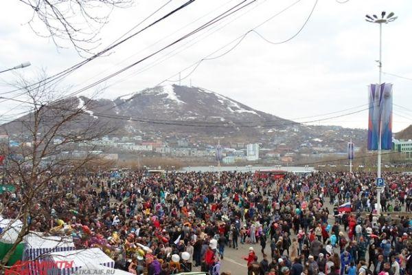 Тысячи людей собрались в Петропавловске.