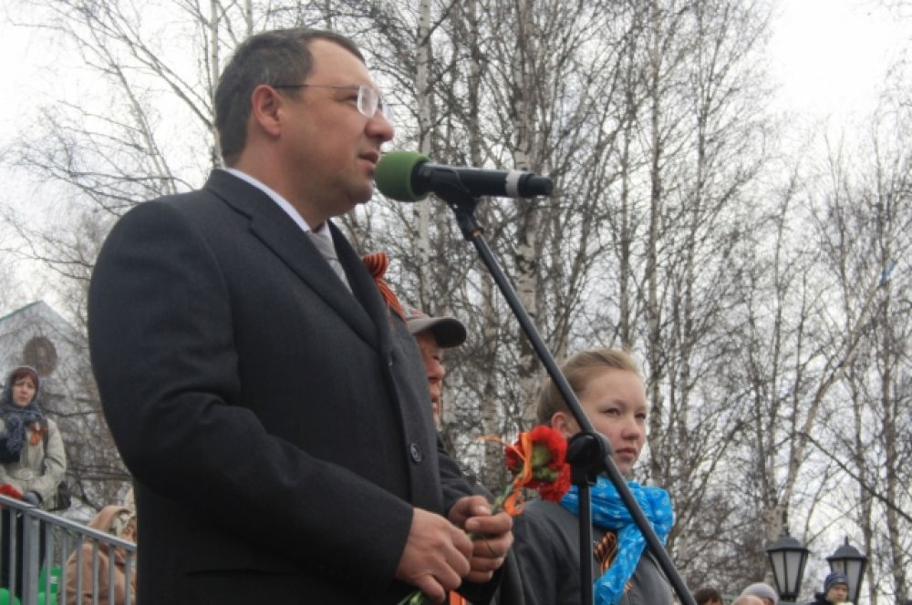 Глава  Ханты-Мансийска Василий Филипенко, выступая перед горожанами, отметил, что 9 мая – это символ героизма всей страны.